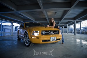 Car and Girl фото Mustang